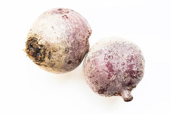 Two raw beetroots on white background.jpg - image #458235 gratis