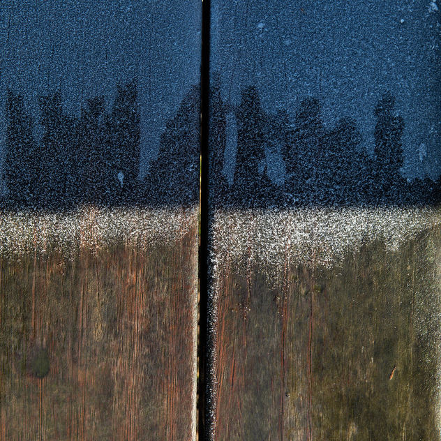 False flag (frost and blue cast on a wooden bench) - Free image #458555