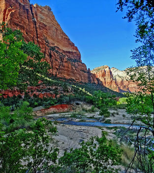 Sun Peeks Through, Virgin River in Zion 4-14 - бесплатный image #465775